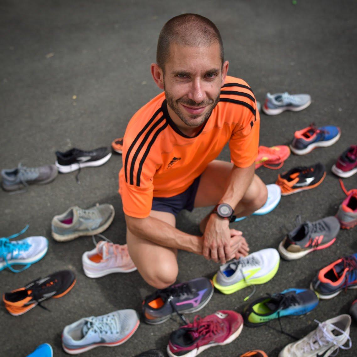 Plusieurs paires de chaussures 4